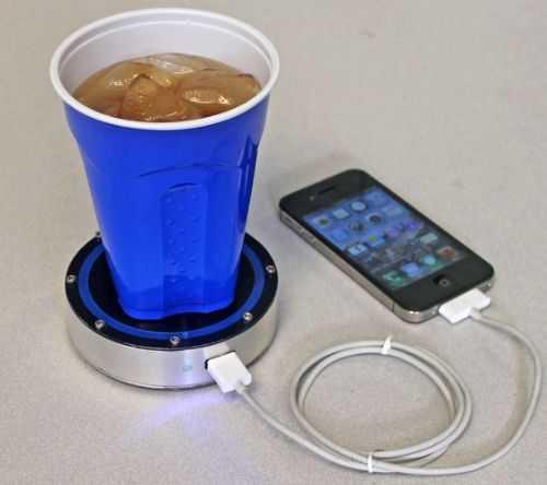 ngecharge hp dengan segelas es teh