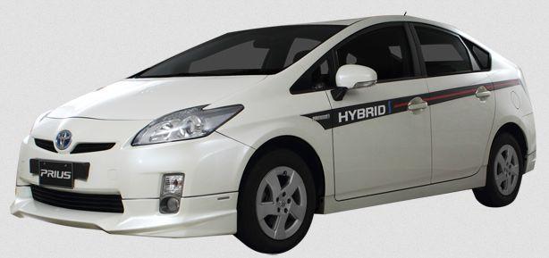 Gambar Mobil Toyota Prius Warna Putih