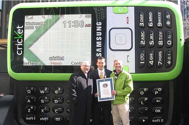 Ponsel Terbesar Di Dunia Versi Guinness World Records
