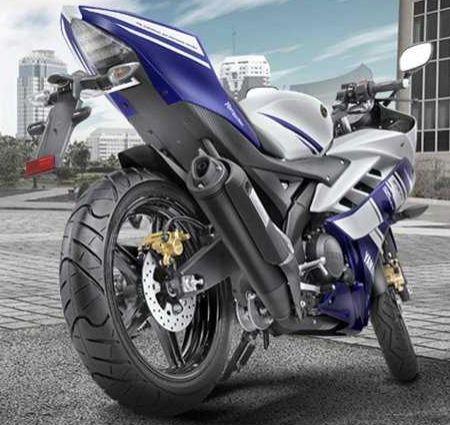 Yamaha R15 Tampak Belakang