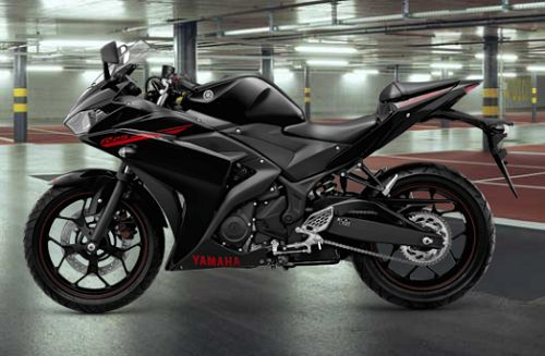 Gambar Motor Yamaha R25 Warna Hitam (Predator Black)