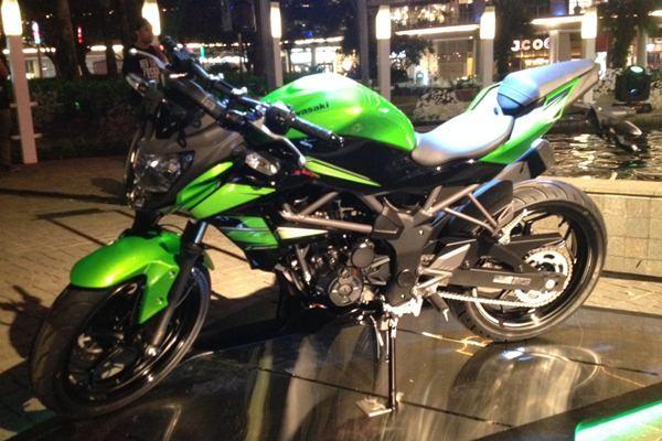 Pilihan Warna dan Harga Kawasaki Z250SL
