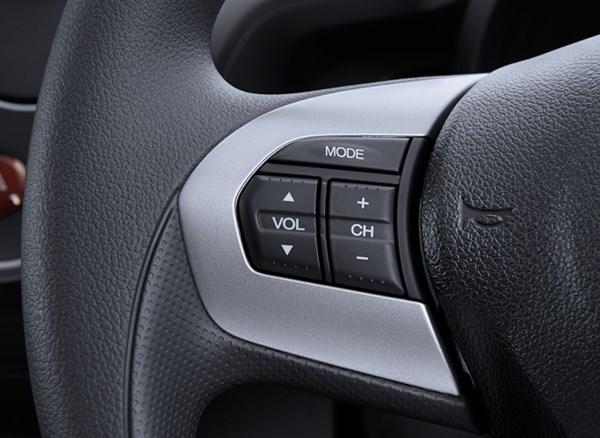 Tombol Kontrol Audio Pada Honda Mobilio RS