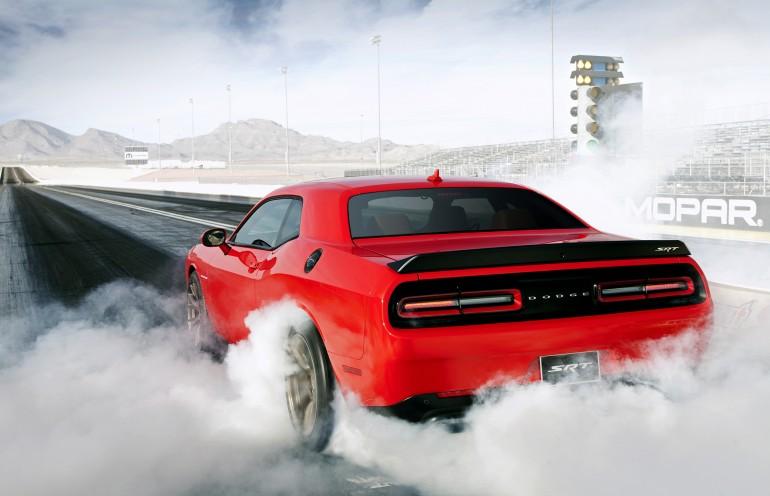 Gambar Dodge Challenger SRT Hellcat 2015 Tampak Belakang