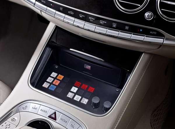 Gambar Bagian Konsol Tengan Mobil New Mercedes-Benz S 600 Guard