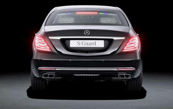 Gambar Mobil New Mercedes-Benz S600 Guard Tampak Belakang