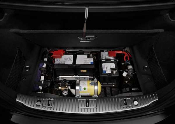 Perlengkapan Keselamatan New Mercedes-Benz S600 Guard (tabung udara, emergency start battery)