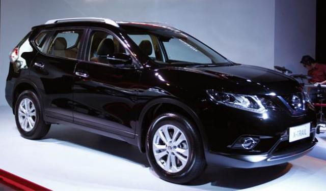 Gambar Mobil Nissan X-Trail 2014 Warna Hitam