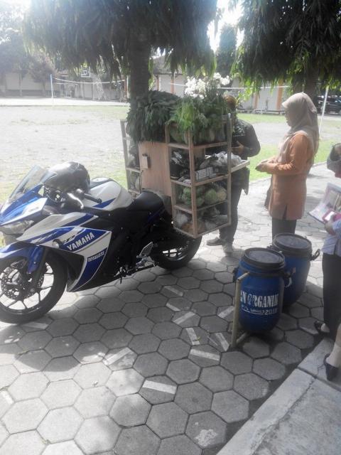 Gambar 2 Yamaha R25 Buat Jualan Sayur.