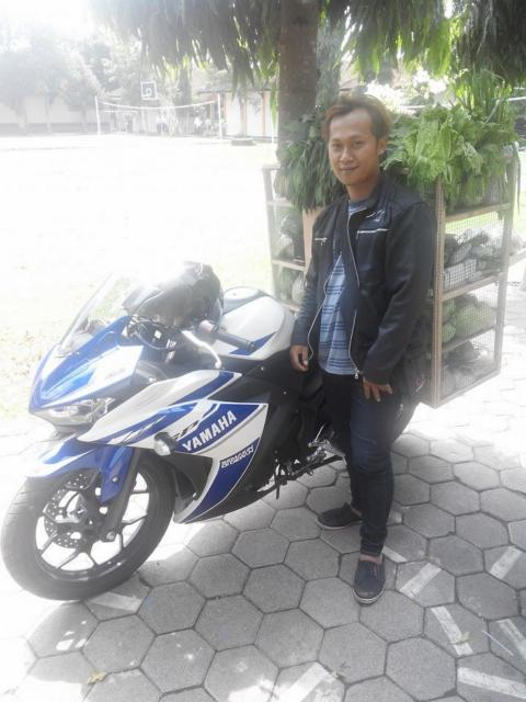 Pedagang Sayur Sekaligus Sang Pemilik Motor Yamaha R25