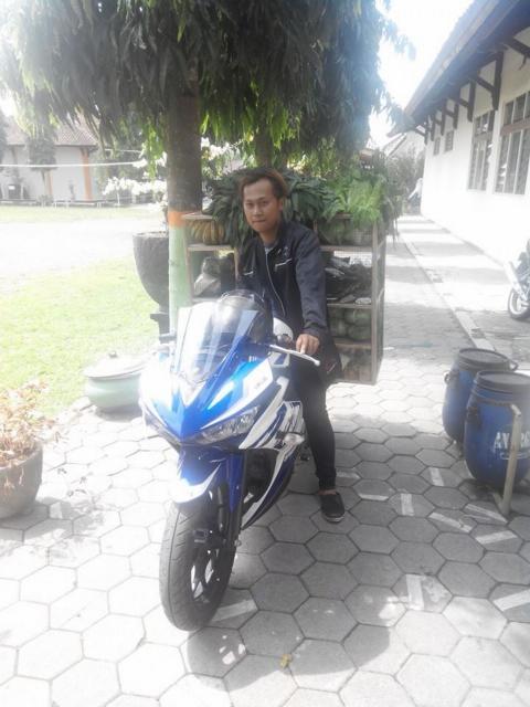 Pedagang Sayur Sekaligus Sang Pemilik Motor Yamaha YZF R25