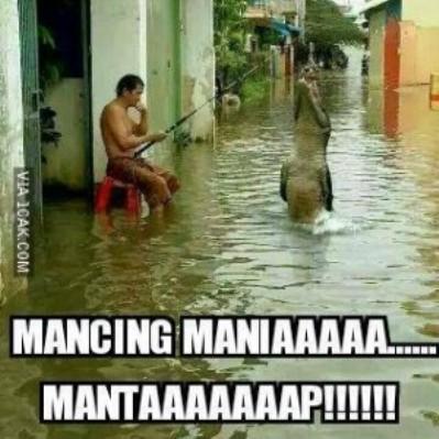 Mancing Di Tengah-tengah Banjir Jakarta