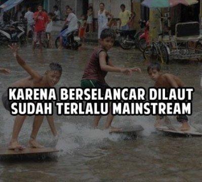 Memanfaatkan Banjir Untuk Berselancar