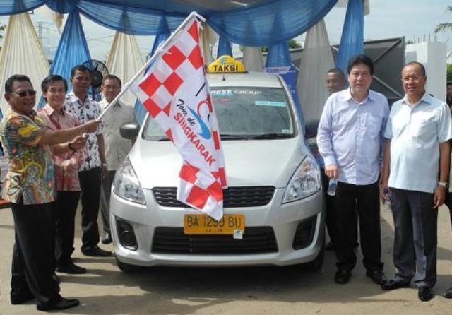 Taksi Ertiga di Padang