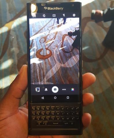Gambar BlackBerry Priv Tampak Depan.