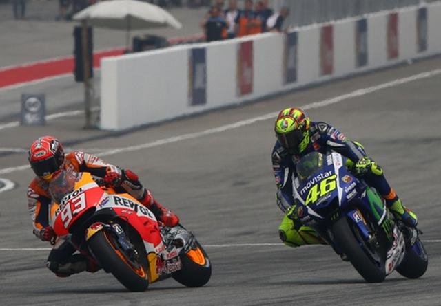 Valentivo Rossi VS Marc Marquez MotoGP Malaysia 2015