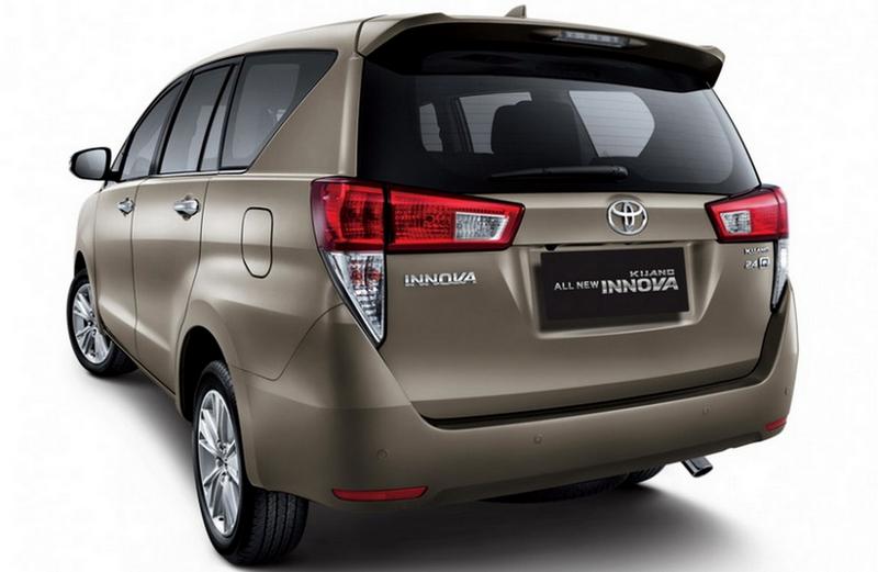 Gambar Toyota Kijang Innova 2016 Tampak Belakang 1