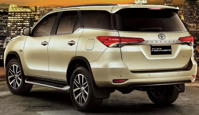 Gambar Toyota Fortuner 2016 di Indonesia Tampak Belakang
