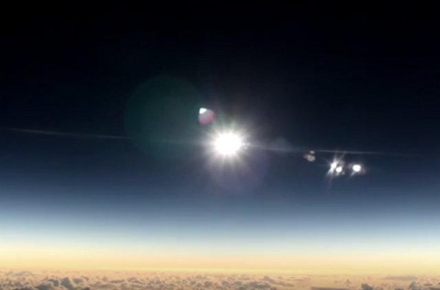 Rekaman Video Gerhana Matahari yang diambil dari dalam Pesawat Alaska Airline