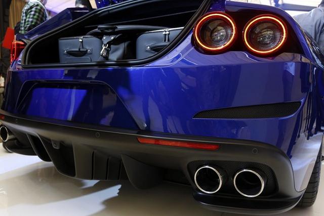 Gambar Ferrari GTC4Lusso T Belakang Tampak Belakang