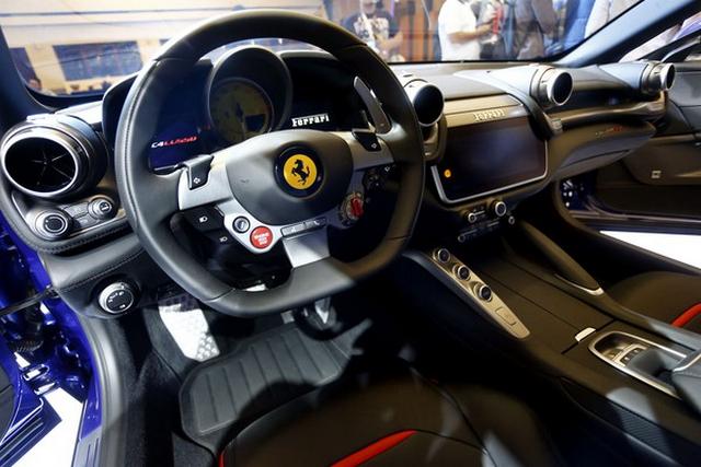 Interior Ferrari GTC4Lusso T
