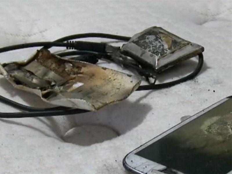 Bahaya Main HP Sambil Di Cas