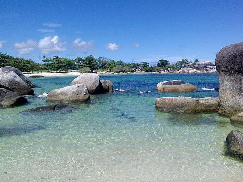 Objek Wisata Pantai Tinggi Belitung